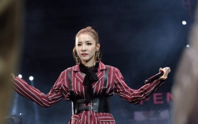 Fan Dara (2NE1) 'nổi trận lôi đình' khi thần tượng bị khán giả xô đẩy không thương tiếc