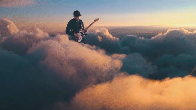 Up&Up - ca khúc cuối cùng nằm trong album mới nhất của Coldplay - A head full of dreams đã chính thức ra mắt