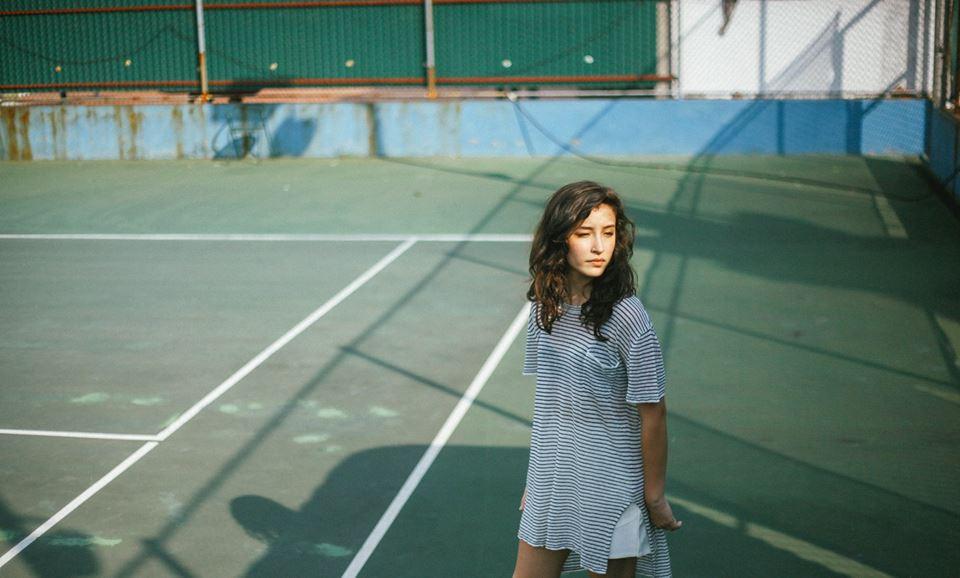 Kết quả hình ảnh cho chụp ảnh chân dung với sân tennis