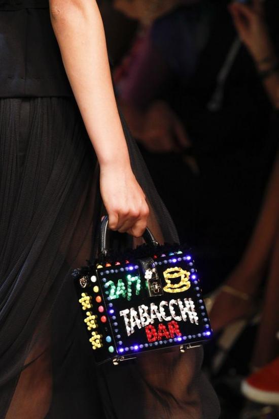 Cùng điểm qua những mẫu túi xách siêu lạ sẽ trở thành 'bá chủ' trong năm 2017