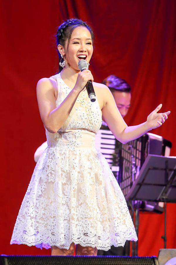 Diva Hồng Nhung trở về tuổi thơ với Em là bông hồng nhỏ, Đi học, Em đi giữa biển vàng…