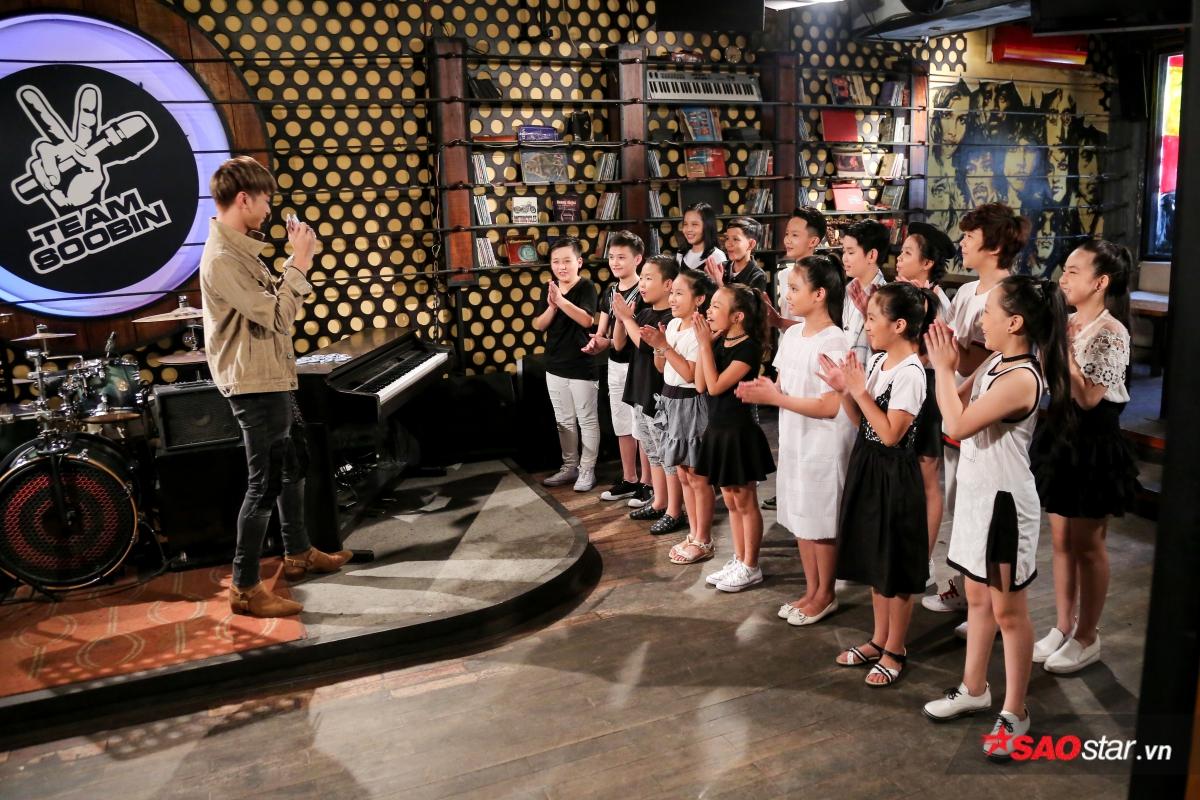 Đây là phản ứng của các thiên thần Giọng hát Việt nhí 2017 về lời hứa sau 1 năm của 'bố' Soobin Hoàng Sơn!
