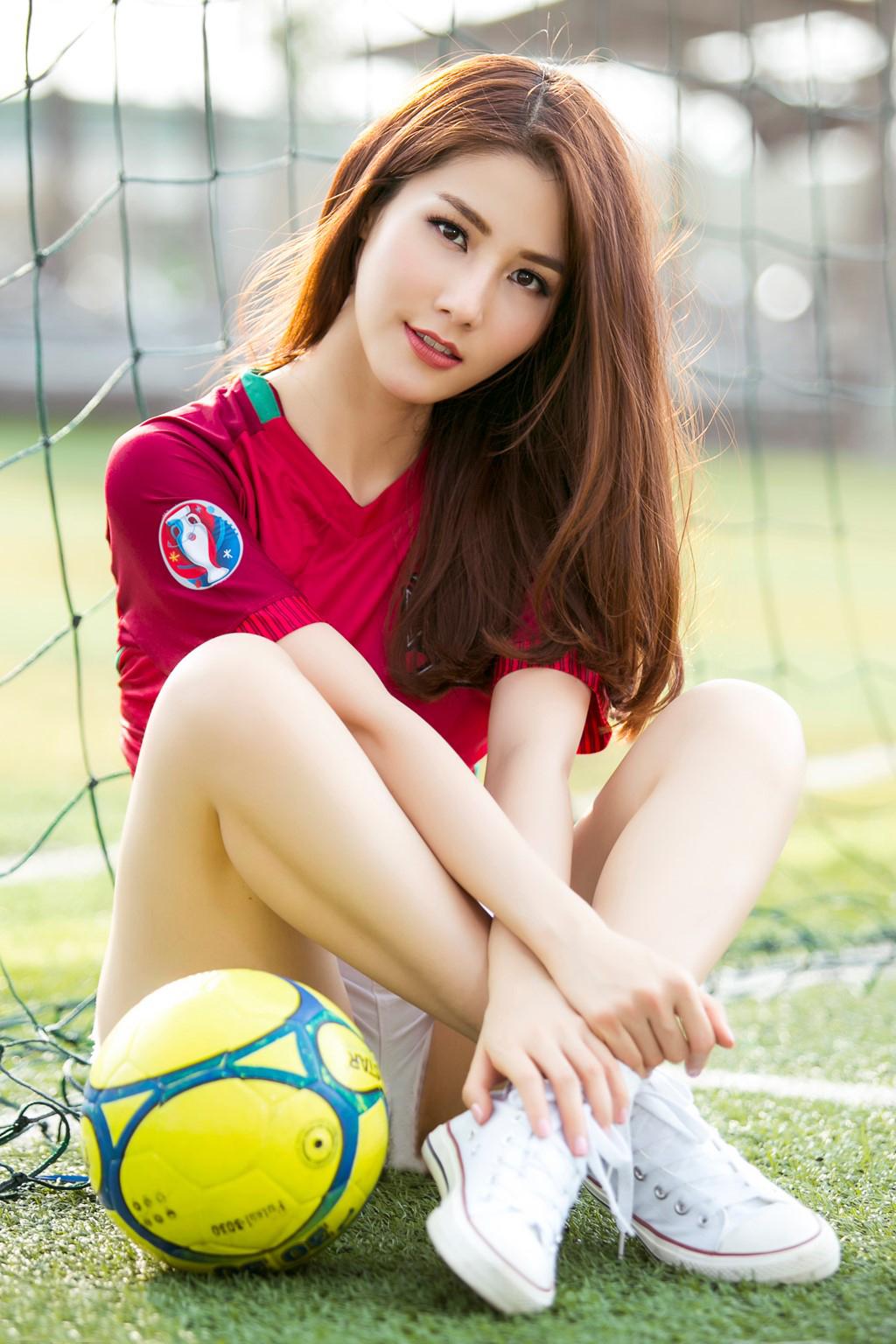 Trước thềm Euro 2016, nữ diễn viên xinh đẹp Diễm My 9x đăng tải một