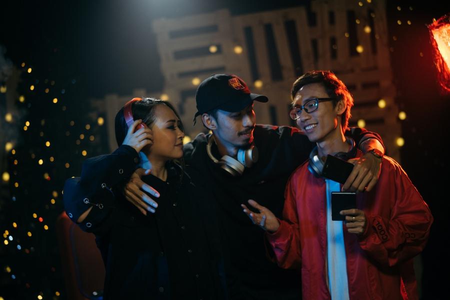 Bộ ba Kimmese, Đen, Lynk Lee kết hợp trong bản mashup The Gift.