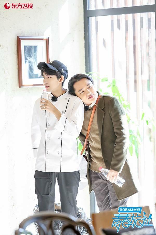 <strong>Vương Nguyên</strong> không chỉ xuất sắc trong vai trò ca sĩ, diễn viên mà còn trong vai trò là một thanh niên tiêu biểu