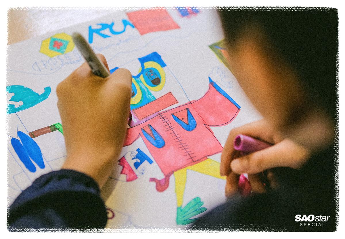 Cậu bé tự kỷ trở thành họa sĩ nhí nổi tiếng và hành trình 13 năm đầy nỗ lực của cặp vợ chồng KTS - giảng viên ở Hà Nội