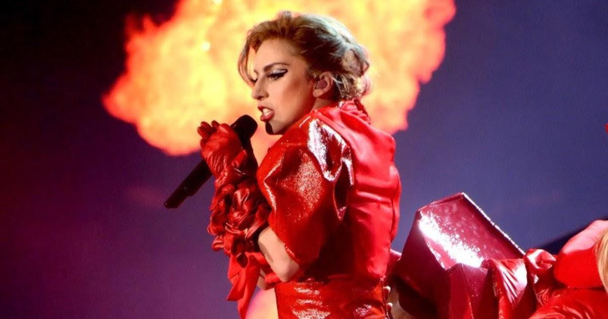 Gaga sẵn sàng đốt cháy bất kì sân khấu nào cô xuất hiện.