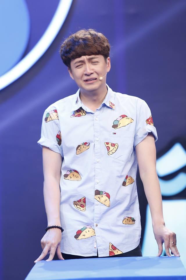 Là một trong những nghệ sĩ đa năng của showbiz Việt, Ngô Kiến Huy chiếm được cảm tình của người hâm mộ với tính cách hài hước và vui vẻ. Khoảnh khắc nam ca sĩ mếu máo trong một chương trình truyền hình khiến fan không nhịn được cười.