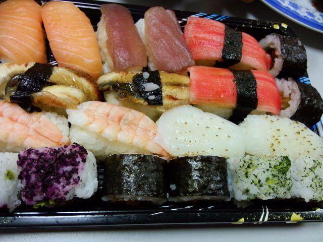 Cơm và hải sản, 2 nguyên liệu chính lúc nào cũng đảm bảo độ tươi ngon, sạch sẽ.