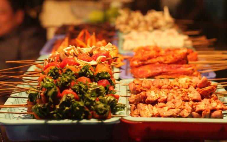 Các xiên nướng đủ loại ở Sapa, ăn mỗi thứ 1 xiên cũng đủ làm bạn no căng.