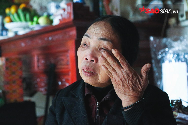 Cô Phương khóc khi kể về tình yêu của mẹ.