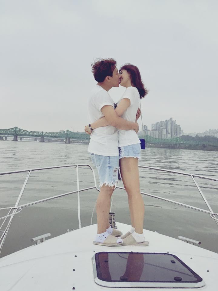 Một nụ hôn ngọt ngào khác tại Hàn Quốc hồi tháng 7/2017 của cặp đôi Trấn Thành - Hari Won.