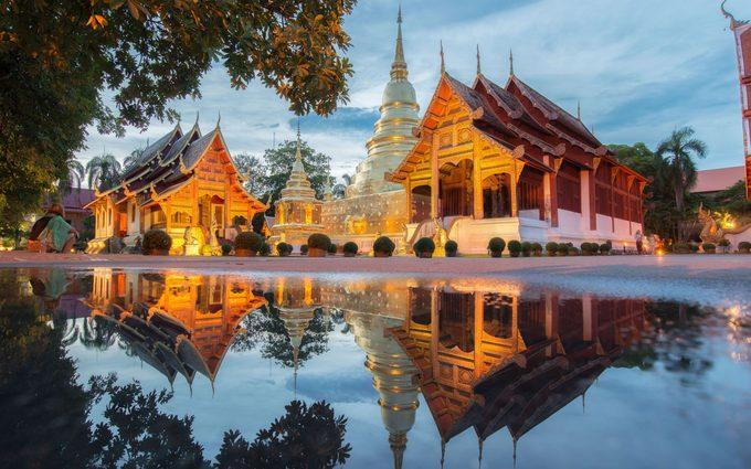 Chiang Mai, Thái LanĐược mệnh danh là đóa hồng phương bắc, Chiang Mai nằm cách xa thủ đô xô bồ Bangkok và mang vẻ đẹp quyến rũ rất riêng. Ngoài những đền chùa, khu nghỉ dưỡng, du khách có thể tìm đến ngôi làng của các dân tộc địa phương để khám phá đời sống của họ. Đến Chiang Mai còn có hoạt động trekking chinh phục núi Doi Suthep và Doi Pui, chèo bè tre khám phá thung lũng Mae Sa…
