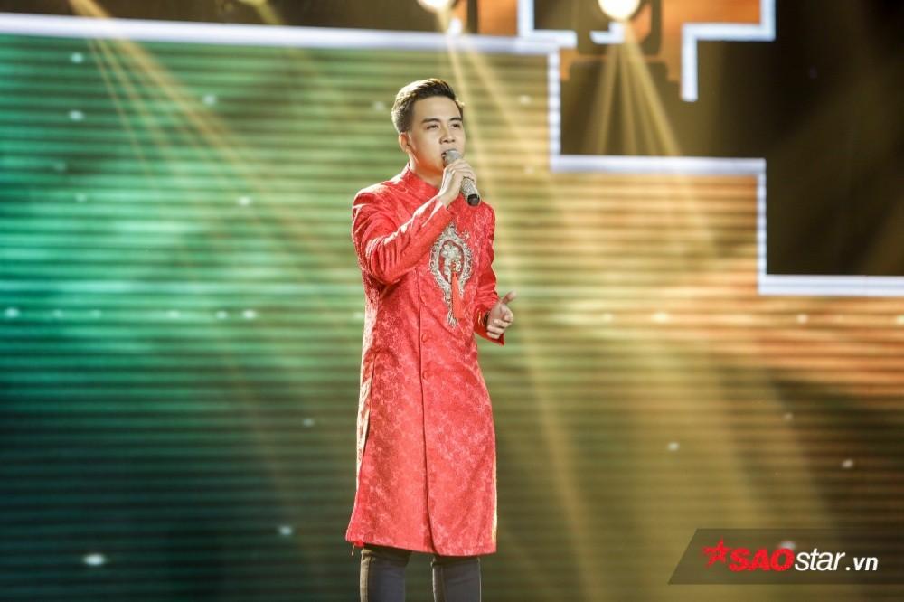 Duy Toàn trên sân khấu <em>Thần tượng Bolero 2018.</em>