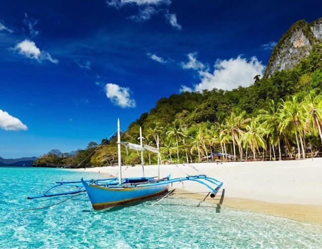 Philippines: Nơi đây nổi tiếng với thiên nhiên nguyên thủy, khí hậu ấm áp, bãi biển cát trắng và thành phố cổ Intramuros.