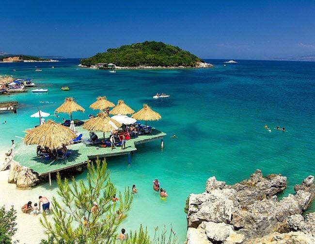 Albania: Đất nước này đầy những địa điểm kỳ diệu như thành phố Gjirokaster, hồ Skadar, Ksamil, Butrint,…