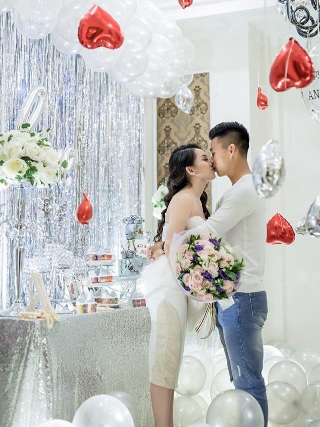 Bảo Trân và Văn Thanh luôn dành cho nhau sự ngọt ngào.