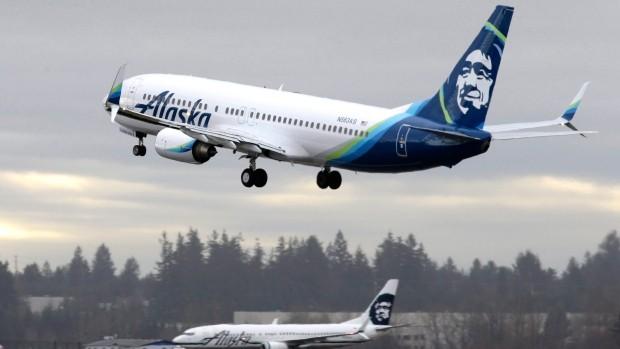 Máy bay hãng Alaska Airlines Boeing 737-800 tại sân bay quốc tế Seattle-Tacoma tháng 1/2016. Ảnh: AP