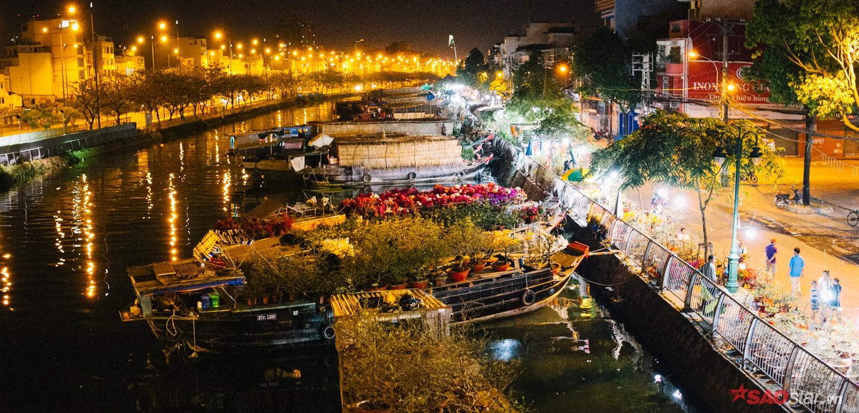Bến Bình Đông là chợ hoa cảnh lớn nhất thành phố vào dịp Tết, luôn tấp nập người mua.
