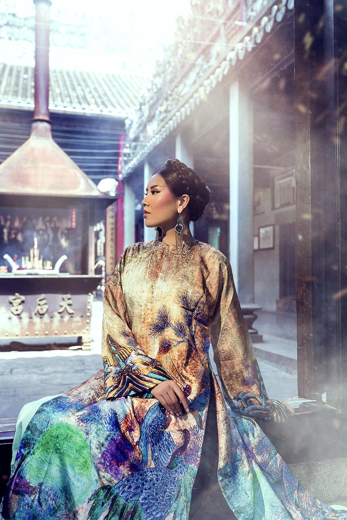 Á hậu Nguyễn Thị Loan hoá hoàng hậu Nam Phương đầy quyền lực trong bộ ảnh đón xuân