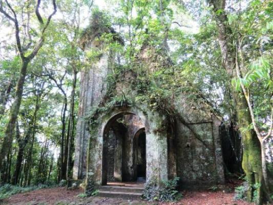 Nhiều nhà thờ, biệt thự cổ bị bỏ hoang ở Ba Vì. (Ảnh: Internet)