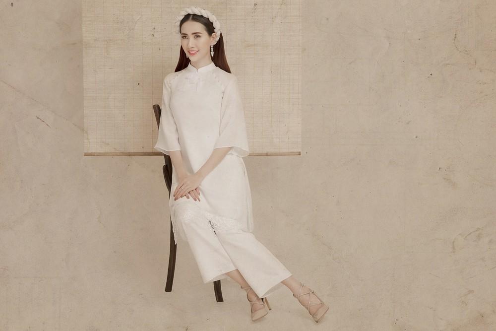 Kiểu áo dài tay lỡ, phom suông dễ mặc cũng là một lựa chọn được lòng các bạn gái.