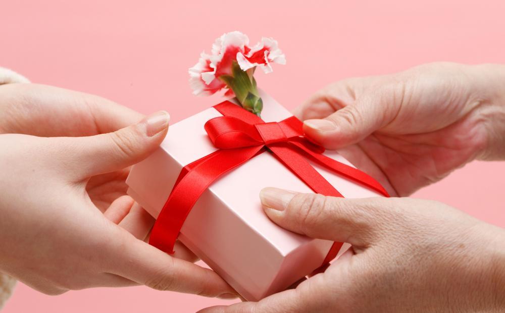 Ngày lễ tình nhân là dịp để các cặp đôi tặng quà, bày tỏ tình cảm với nhau.