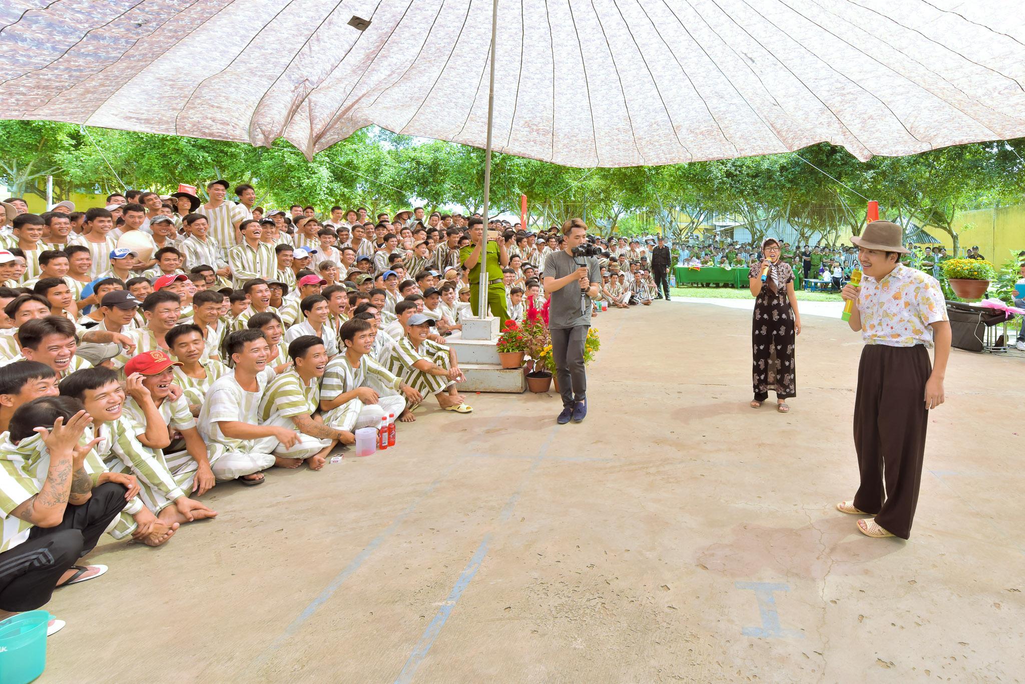 Danh hài Trường Giang cũng đem đến nhiều tiết mục ý nghĩa.