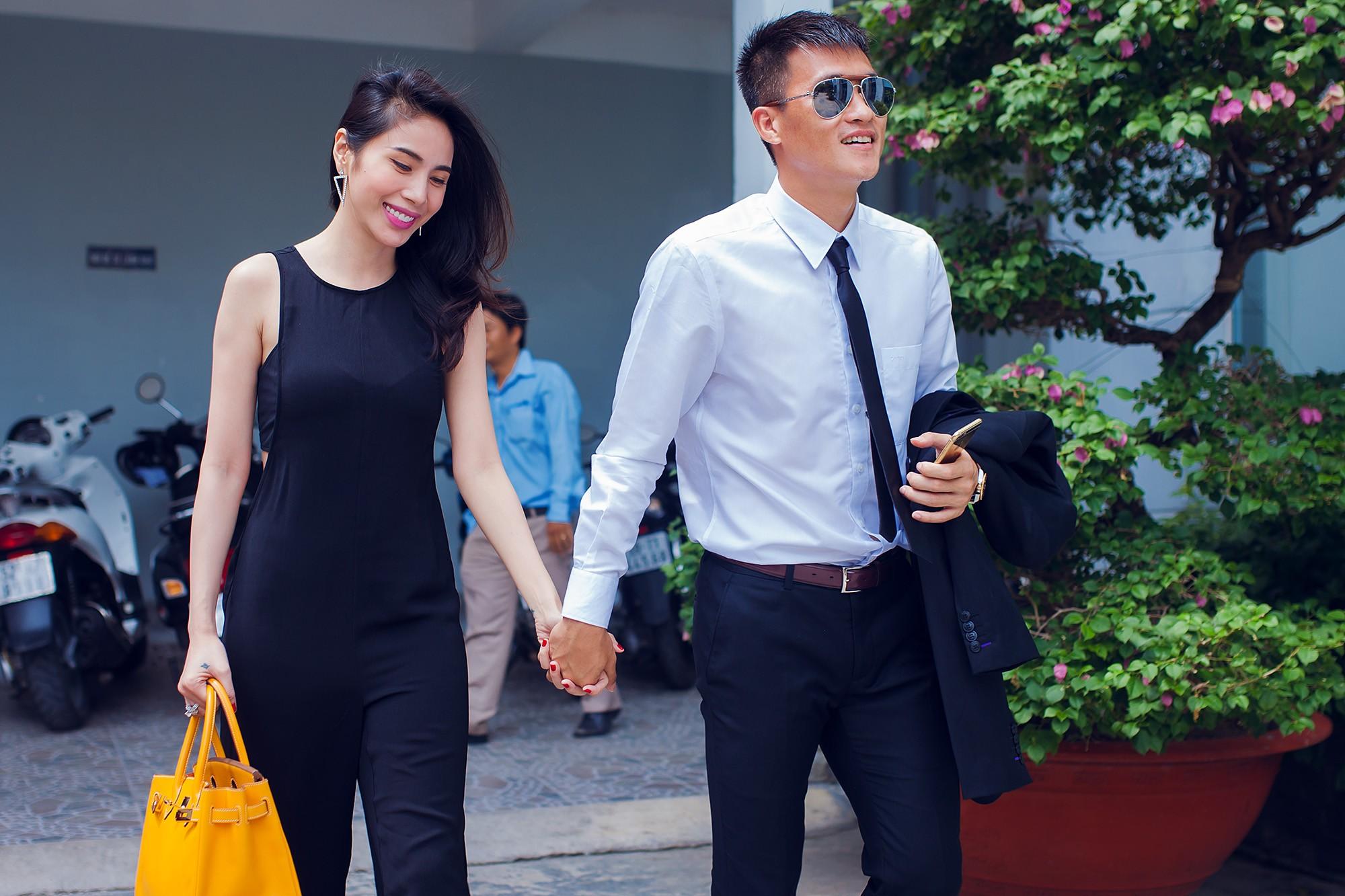 Đến thời điểm hiện tại, Thủy Tiên luôn là hậu phương vững chắc cho chồng. Ngược lại, cựu cầu thủ xứ Nghệ cũng dành thời gian đồng hành cùng bà xã trong công việc.