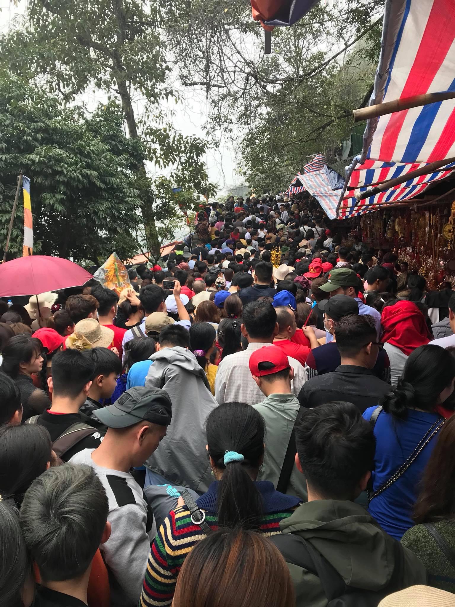 Kết quả hình ảnh cho lễ hội chùa hương dâng hương