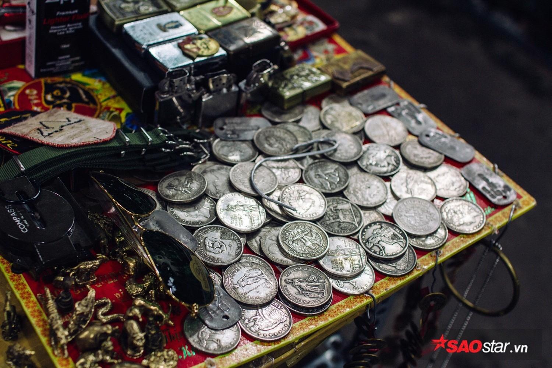 Tuy chỉ có giá từ vài trăm đến triệu bạc nhưng tất cả đều đượm đầy màu thời gian.