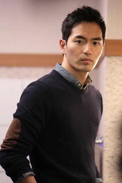 """Diễn xuất quên mình của Lee Jin Wook trong """"9 lần ngược thời gian"""""""