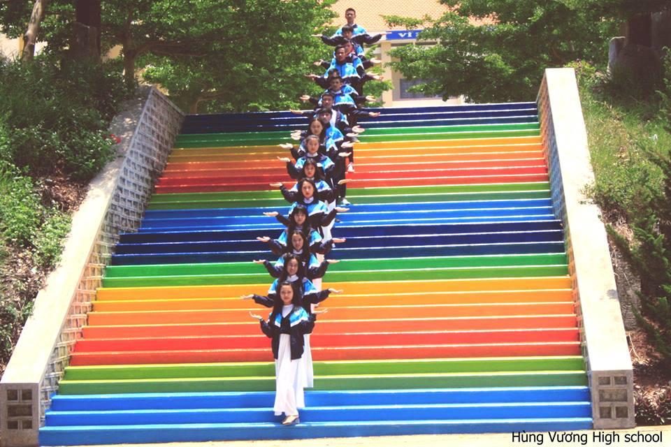 Cầu thang rực rỡ của THPT Hùng Vương