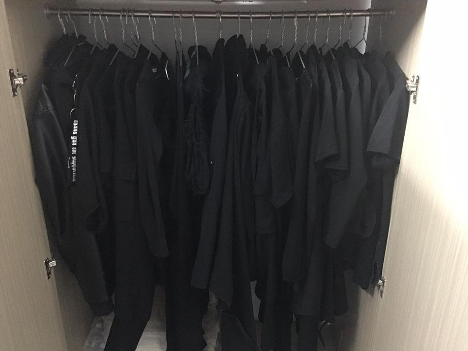 Tủ quần áo đen tuyền