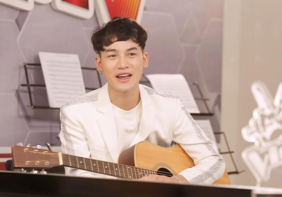 Dù là học trò HLV Thu Minh song Ali vẫn dành sự mến mộ cho nữ ca sĩ Tóc Tiên.
