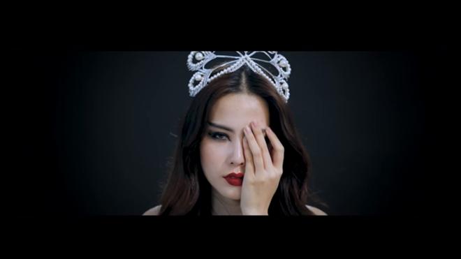 Chẳng biết sản phẩm lần này có phải câu chuyện tình cảm của cô và Trường Giang hay không nhưng chắc hẳn khi MV được ra mắt sẽ gây nhiều sự tò mò cho khán giả.