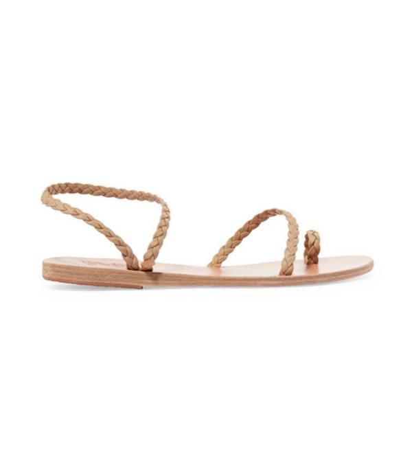 Một đôi giày đơn giản nhưng sẽ là lựa chọn hoàn hảo mang đến cho bạn kỳ nghỉ hè tuyệt vời, bất tận.