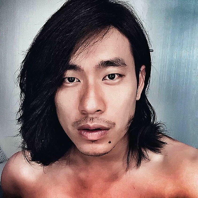 """Không """"playboy"""" như tạo hình trong Em chưa 18, Kiều Minh Tuấn từng khiến fan ngỡ ngàng khi khoe tóc dài bụi bặm."""