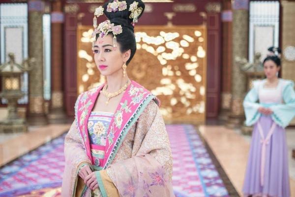 Hoàng hậu Vương Trăn là một vai bi kịch của Hồ Định Hân ?