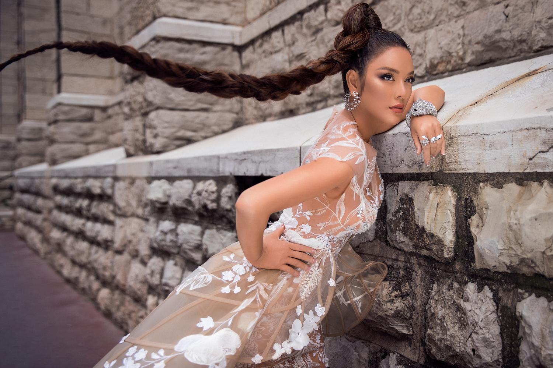 Có thể nói Lý Nhã Kỳ luôn khẳng định được phong cách và vị trí của mình trong bất cứ sự kiện quốc tế nào mà cô tham gia.