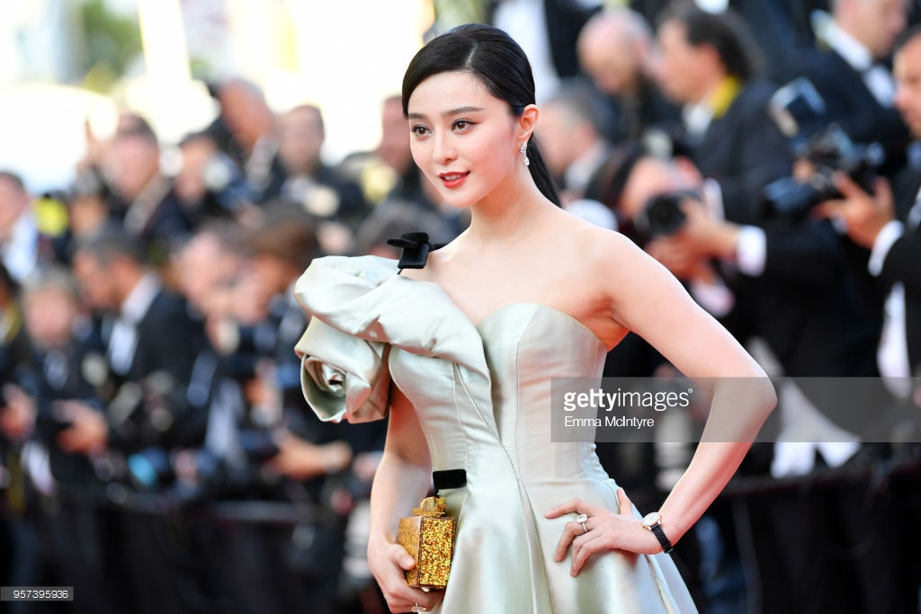 Thảm đỏ Cannes ngày 4: 'Đóa hồng bạc' Phạm Băng Băng giá đáo, tất cả hãy 'chạy ngay đi'