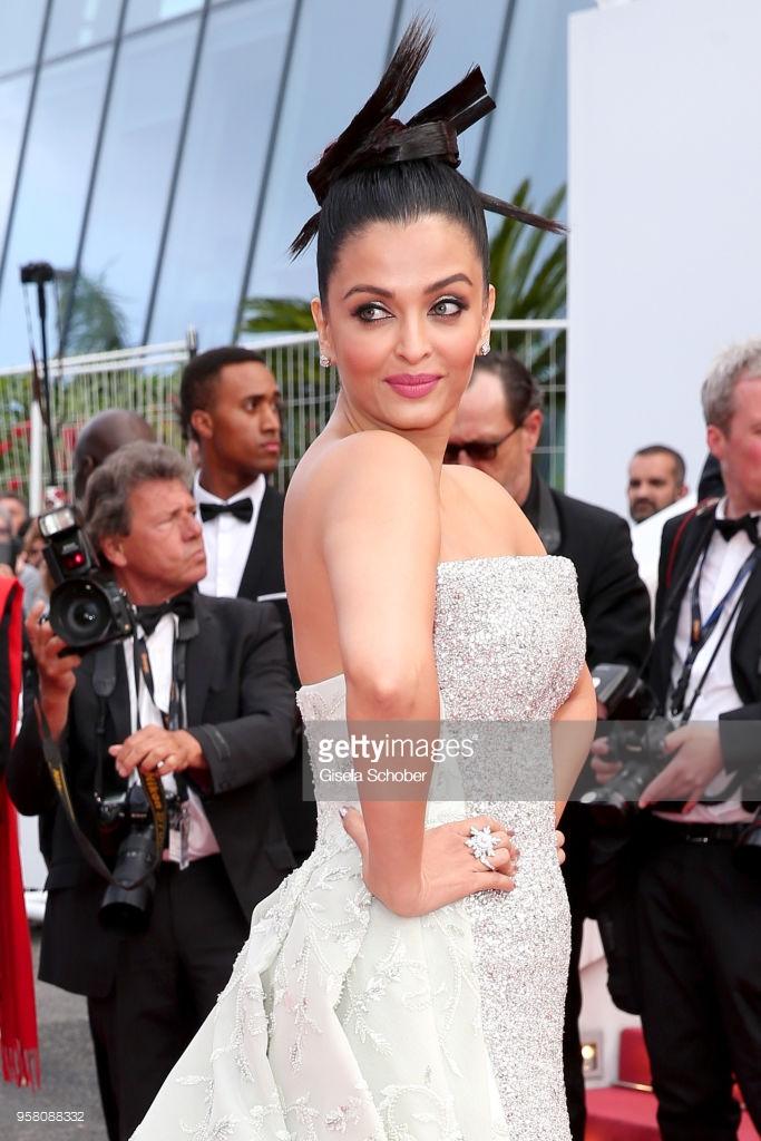 Cổ Lực Na Trát xinh như mộng, Chompoo Araya thống trị thảm đỏ ngày 6 Cannes 2018