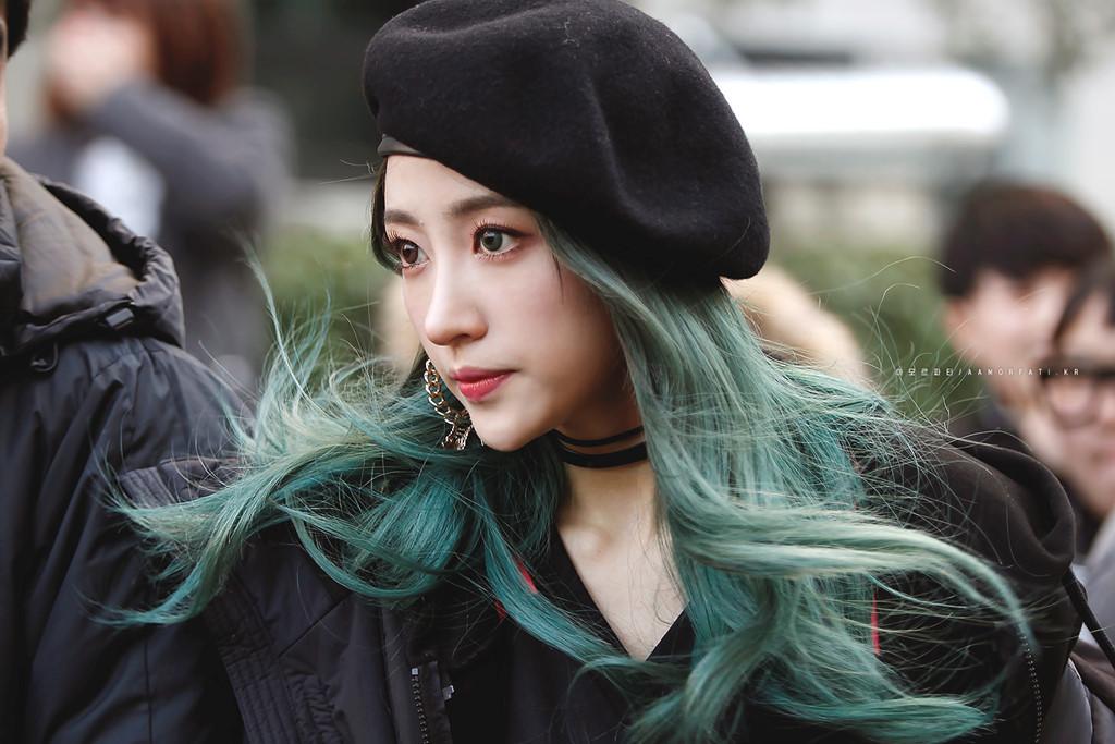 """Hani và mái tóc xanh """"thần thánh""""."""