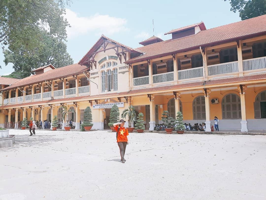 Các dãy nhà học bên trong khuôn viên trường cũng có kiến trúc rất đẹp, phù hợp với những ai yêu mến phong cách vintage.