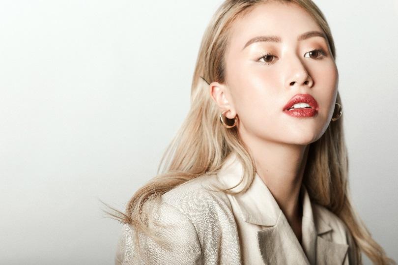 Quỳnh Anh Shyn đẹp 'xuất thần' trong video truyền cảm hứng dành cho các bạn trẻ của Estée Lauder