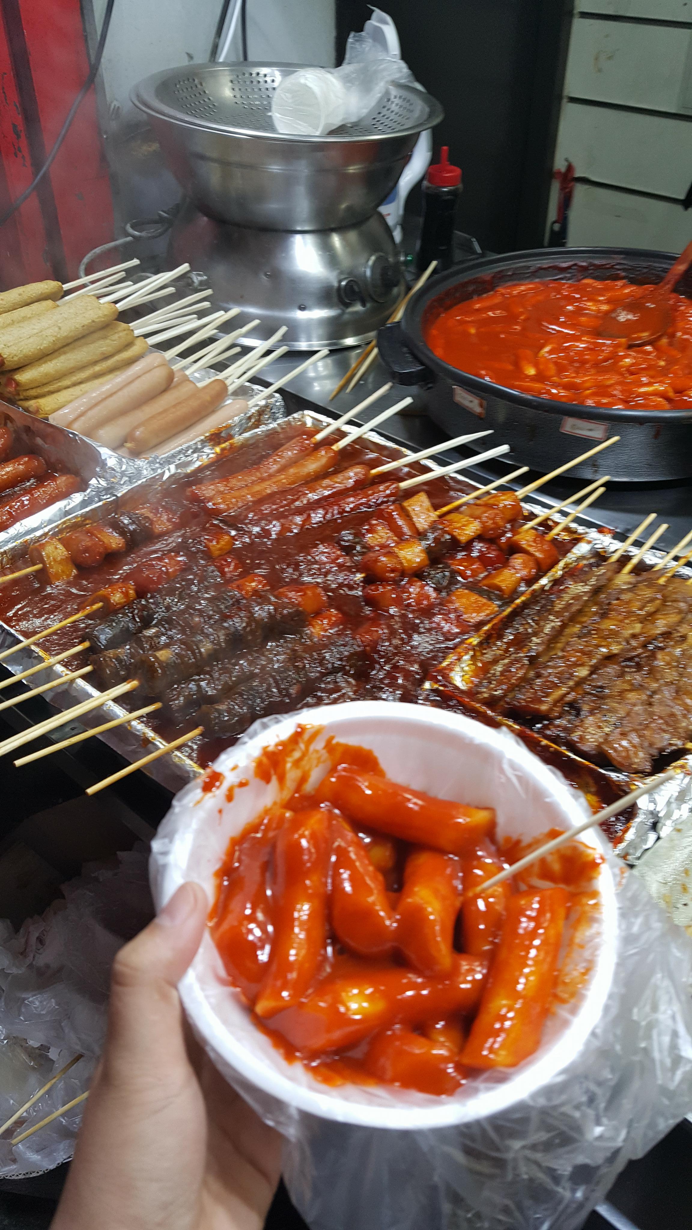 Bánh gạo cay xé lưỡi ~ 5000 won cho 1 bát