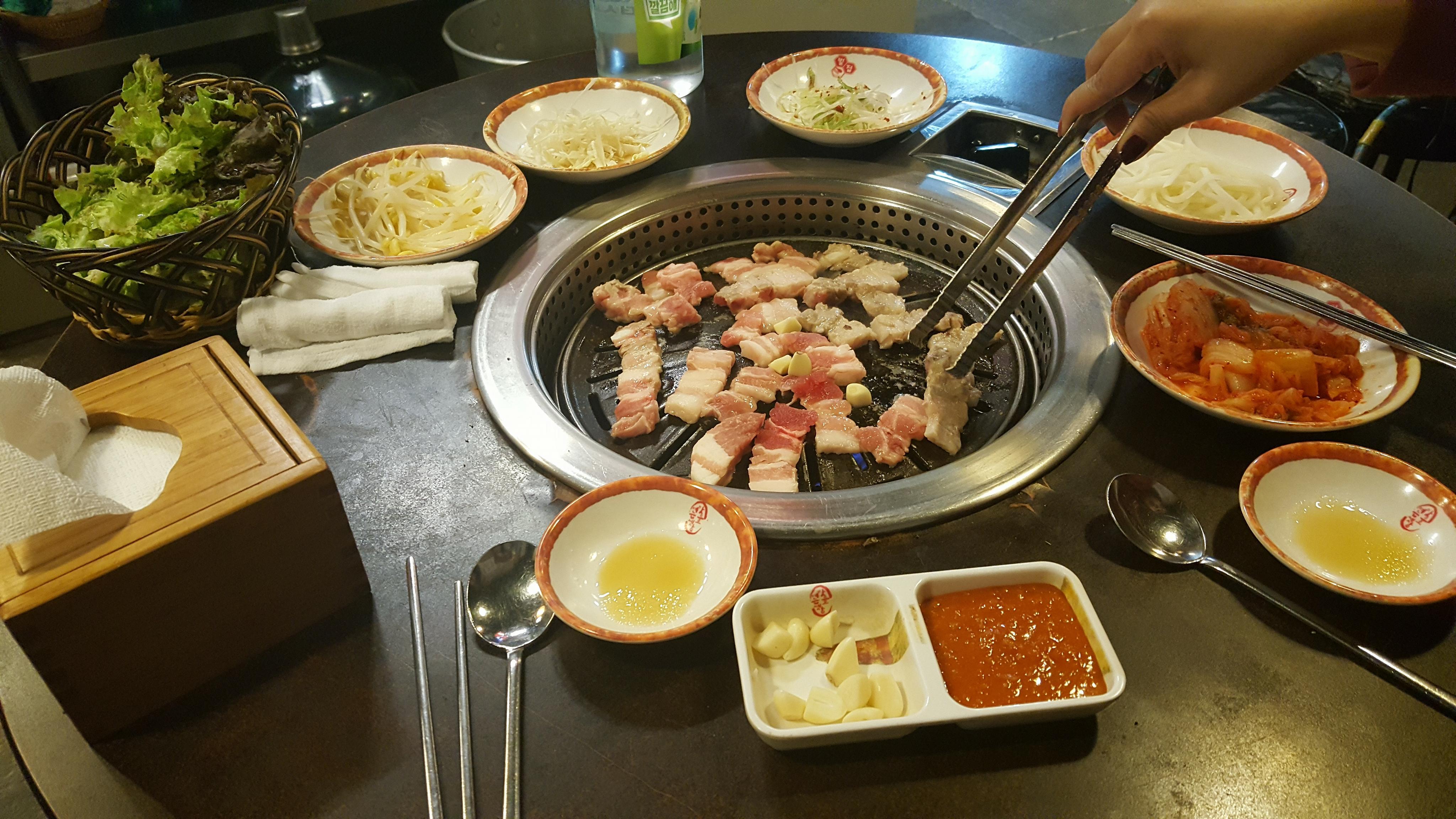 Thịt ba chỉ nướng phố Hongdae ~ 38.000won/2 người.