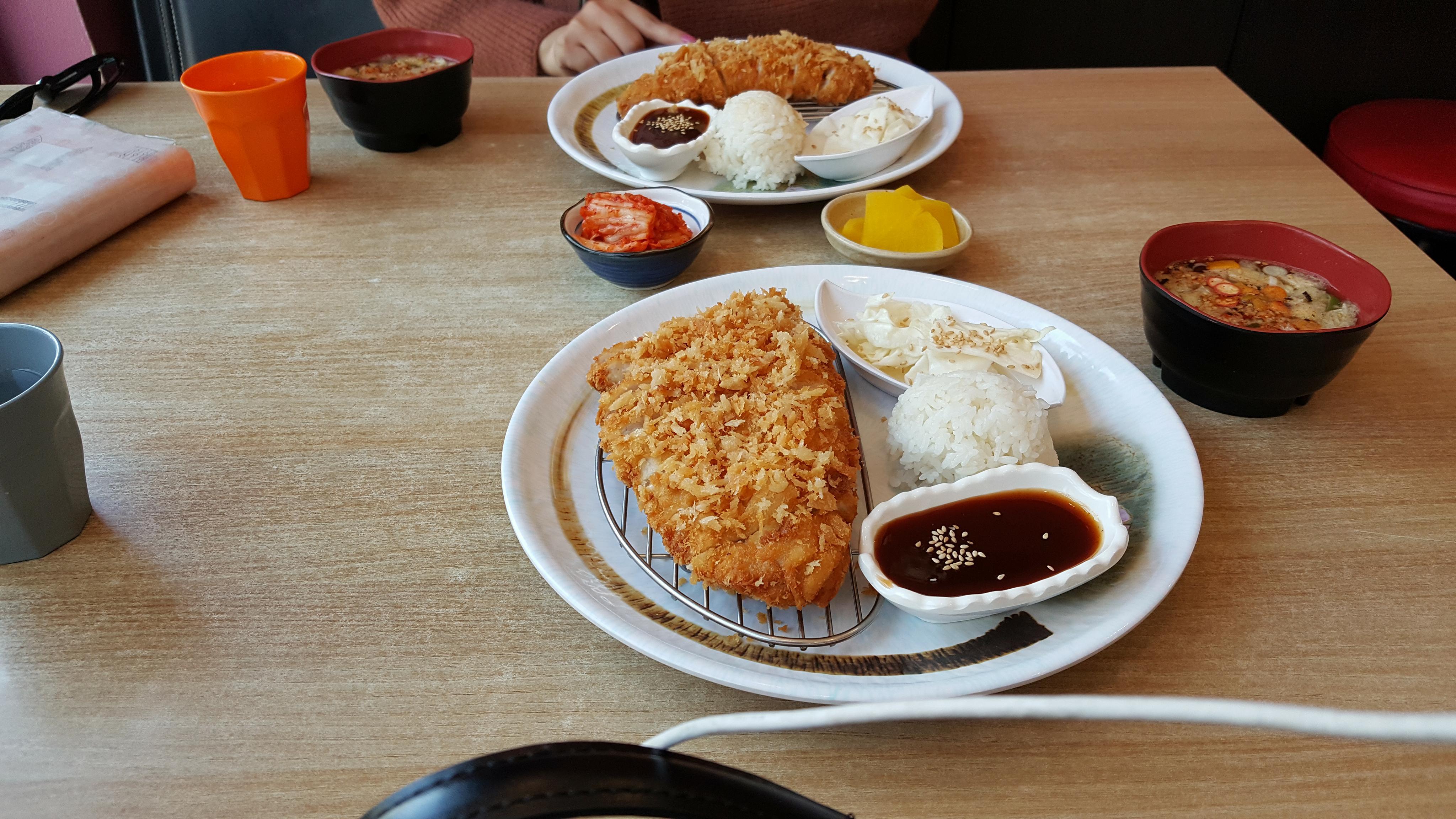Toncatsu (thịt chiên xù) ở Bukchon 10.000 won