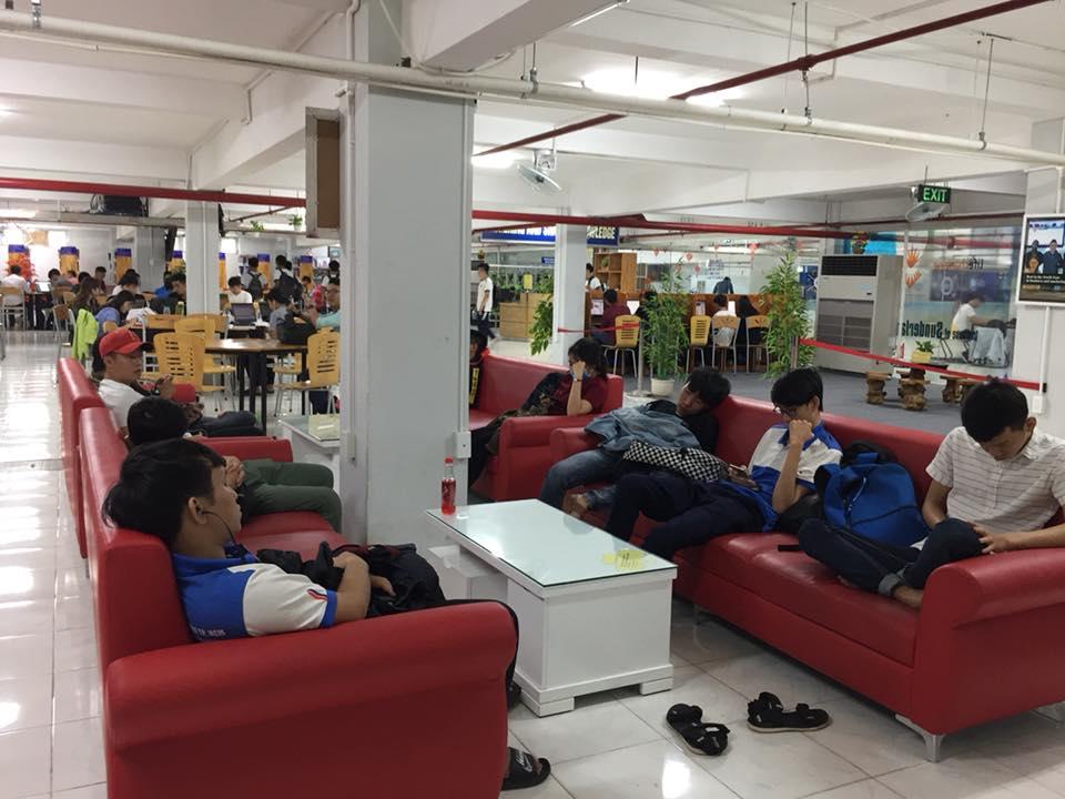Thư viện có điều hòa mát lạnh để các bạn sinh viên yên tâm nghỉ trưa.