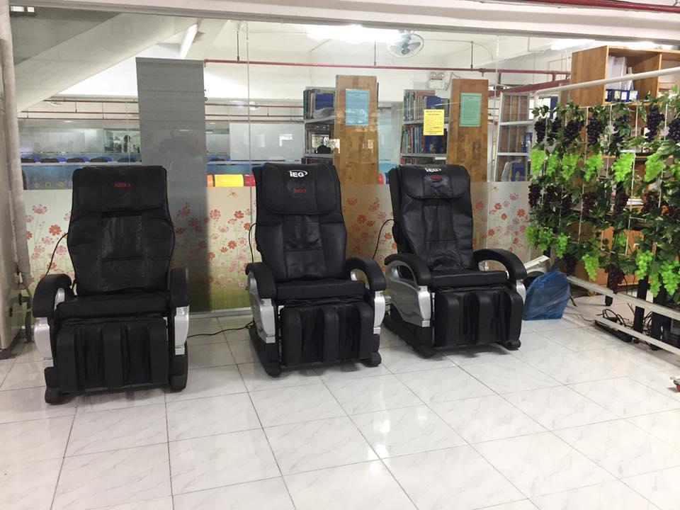 3 máy massage phục vụ cho các bạn sinh viên sau những giờ học tập mệt mỏi.